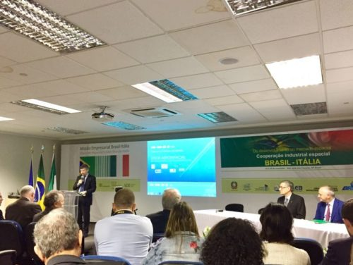 Ivan Scalfarotto from MiSE giving a presentation at the Industrial Brokerage Workshop - Parque Tecnológico – São José dos Campos